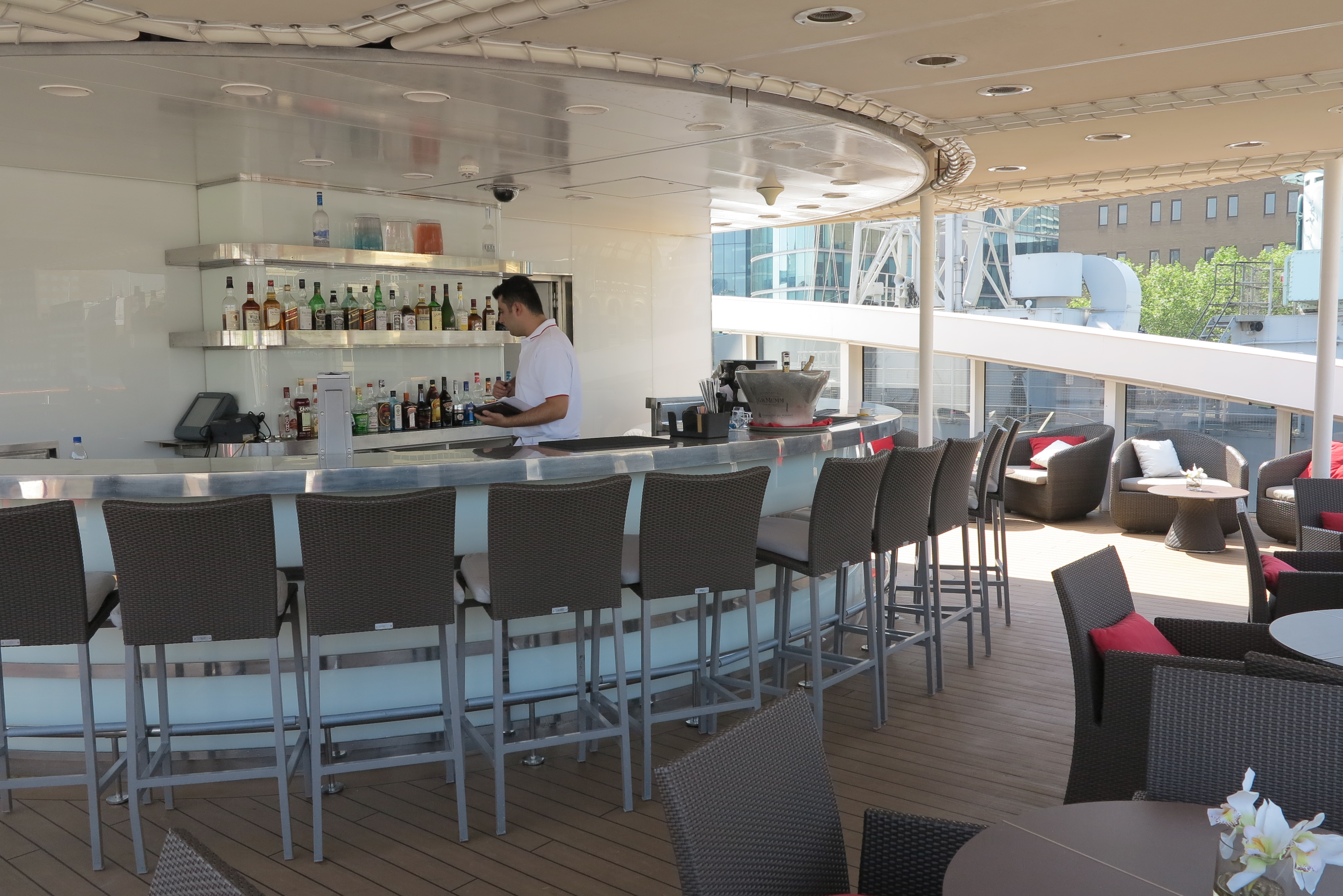 Height of luxury: The outside bar
